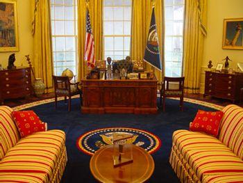 https://mediaproxy.tvtropes.org/width/350/https://static.tvtropes.org/pmwiki/pub/images/Oval_Office020.jpg