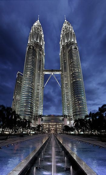 https://mediaproxy.tvtropes.org/width/350/https://static.tvtropes.org/pmwiki/pub/images/petronastwintowers.jpg