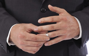 https://mediaproxy.tvtropes.org/width/350/https://static.tvtropes.org/pmwiki/pub/images/wedding_ring.png
